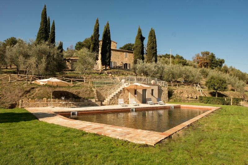 Fornello di Sopra, luxury villa with private pool, vacation rental in Montalcino
