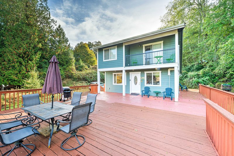 An island retreat awaits at this Lakebay 1-bedroom, 2-bath vacation rental cabin!
