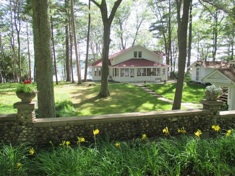 Historic Platte Lake House near sleeping bear dune, alquiler de vacaciones en Benzie County