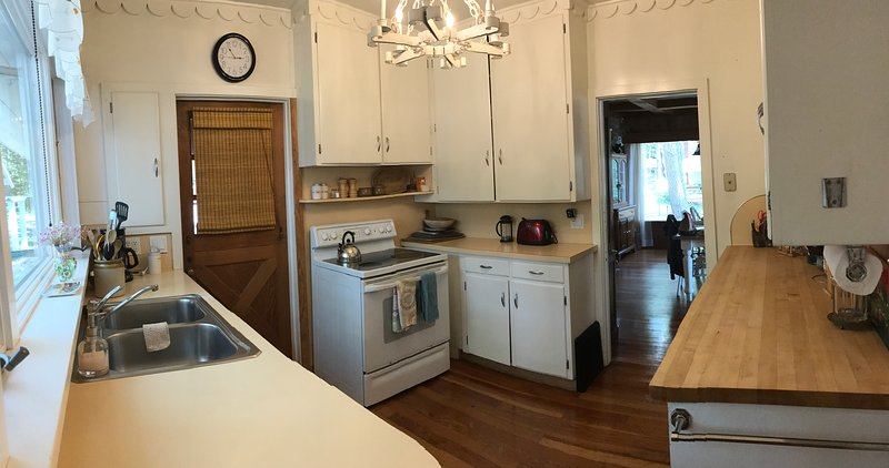 Kitchen, includes stove, 2 fridges, microwave and more