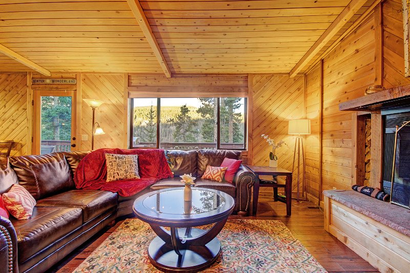 """Propiedad SkyRun - """"Gasthaus Breck"""" - La gran ventana de la sala de estar ofrece vistas impresionantes"""