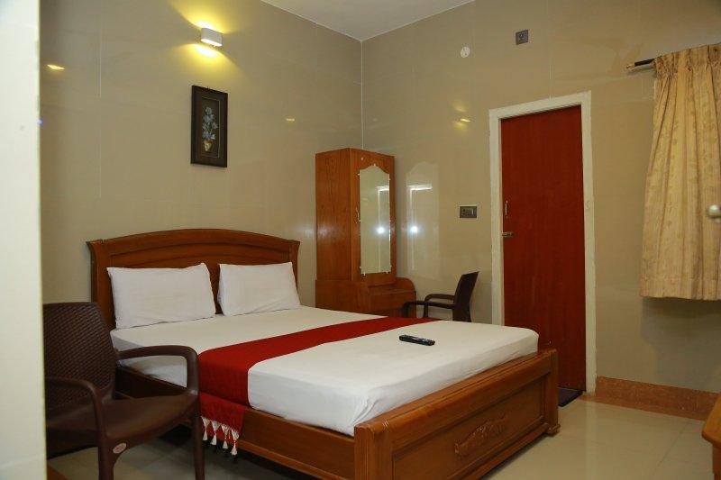 HOTEL SIVAS REGENCY- BEDROOM 1, vakantiewoning in Theni