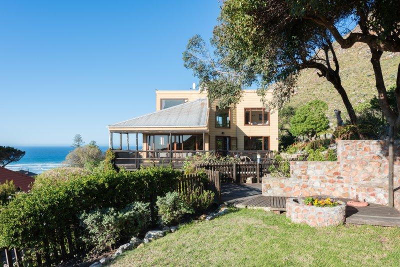 Mountain home: beach, views & spa, location de vacances à Lakeside