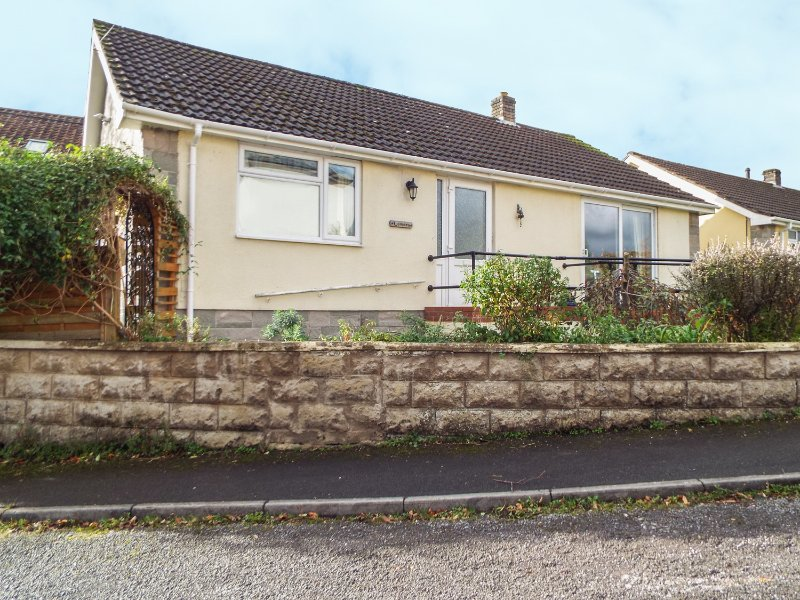 LAMORA, limited mobility access, Cheddar Gorge nearby, centre of Cheddar, Ref, holiday rental in Axbridge