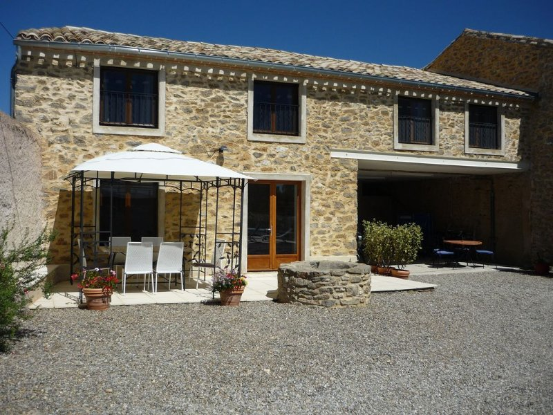 Beautiful stone gite in renovated barn with pool, alquiler vacacional en Beaufort