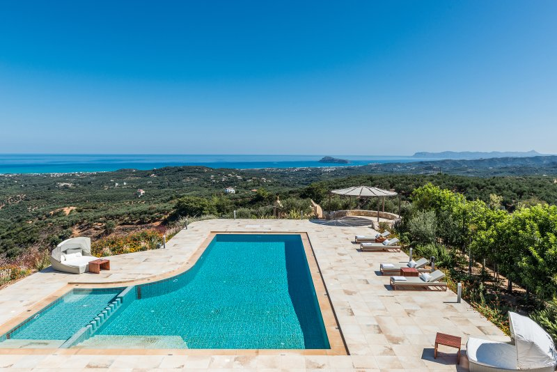 Lux Villa★SPA-Sauna & Tennis★Jacuzzi & Indoor Pool★Big private pool★Gym, Ferienwohnung in Platanias