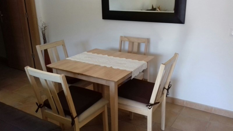 Dining table extends to seat 6