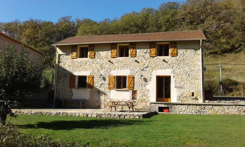 Moulin de Mirau,  comfortable renovated barn in the Diege valley, holiday rental in Lanuejouls