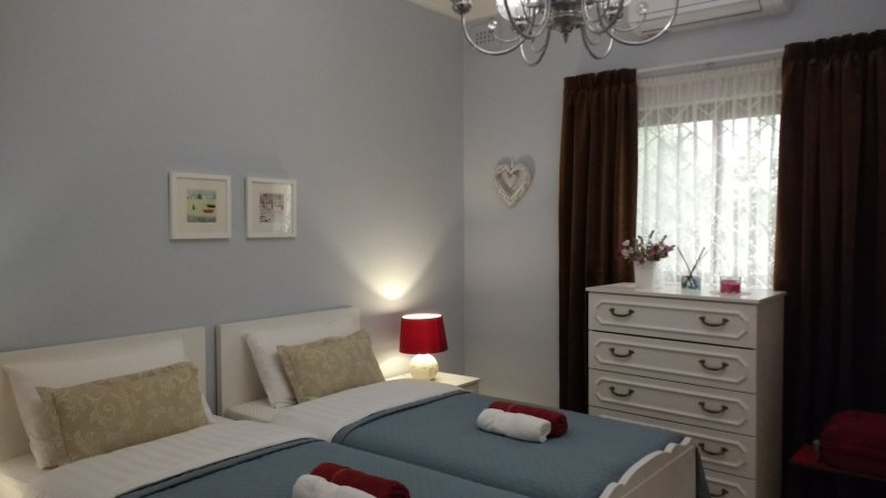Comfy Bedroom with private bathroom and breakfast., vacation rental in Marsascala