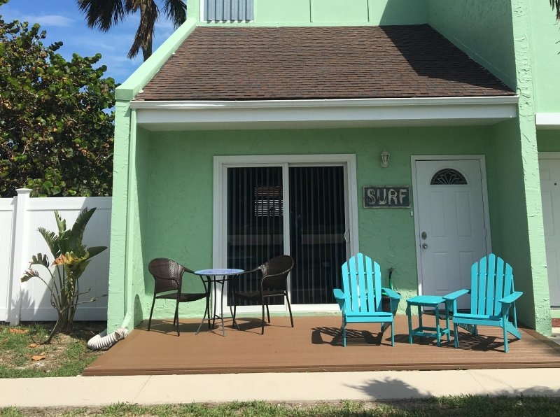 Island Townhouse North Hutchinson Island - Sleeps 5- Walk to Beach-Dog friendly, location de vacances à Fort Pierce