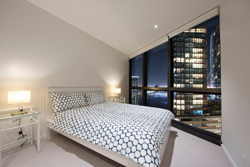 Magnificent one-bedroom apartment on Yarra river's edge, holiday rental in Melbourne