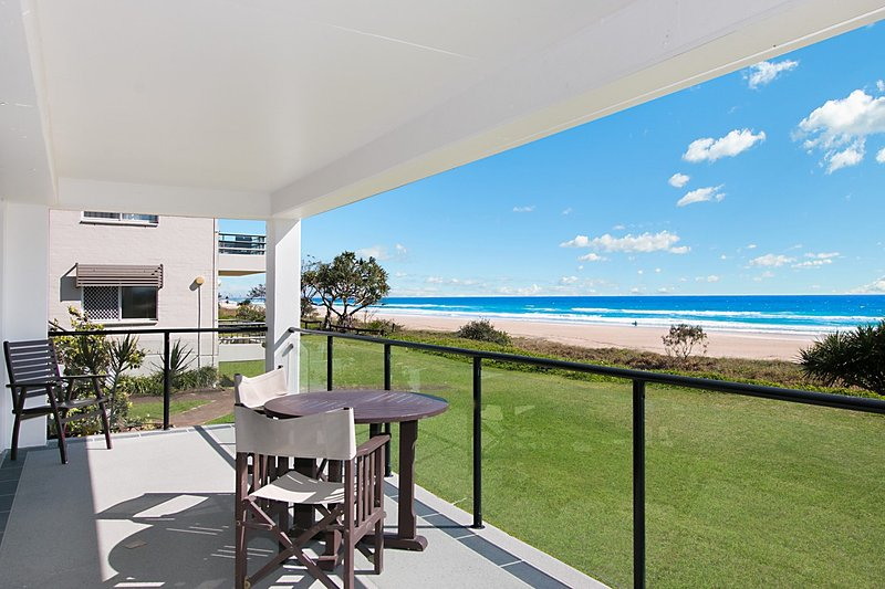 Ramona 1 - Absolute Beachfront, vacation rental in Burleigh Waters