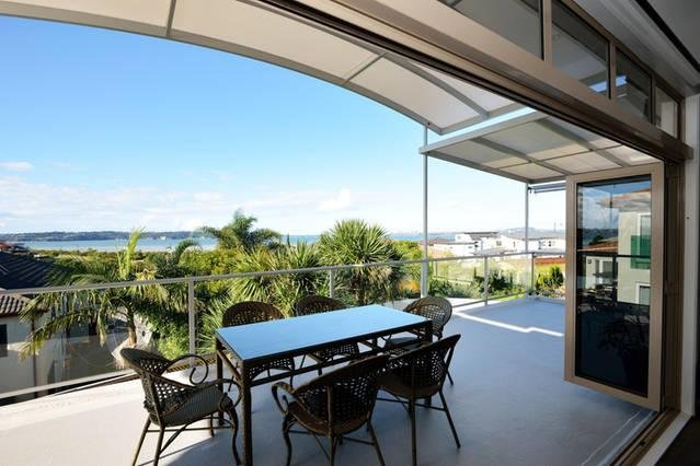 Amazing Seaview House-5 Bedrooms & 3, vacation rental in Waimauku