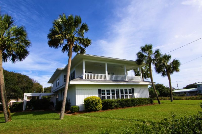 Pender House - Large Gulf View Home