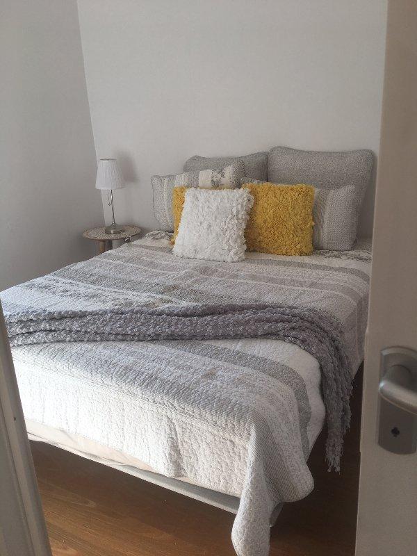 Nuovo materasso comodo, fatto per una notte di sonno ristoratore