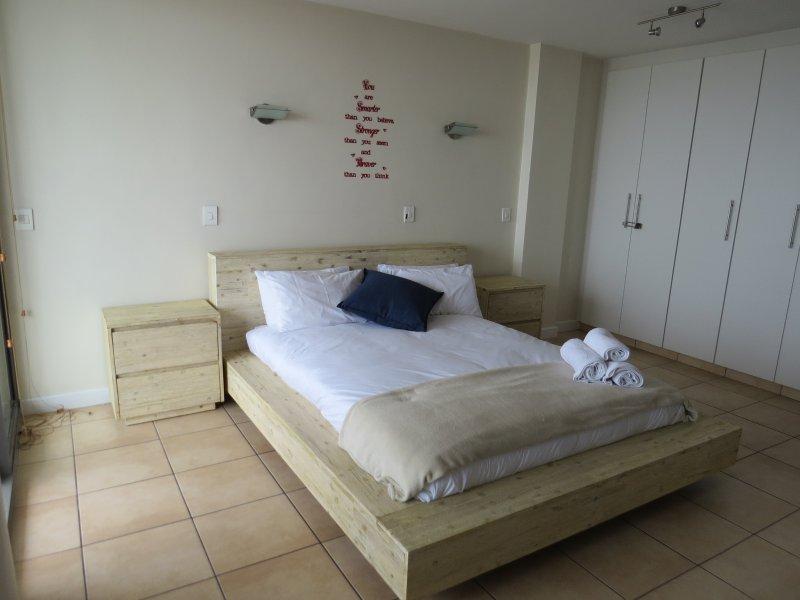 Queen size bed met grote kwaliteit linnen