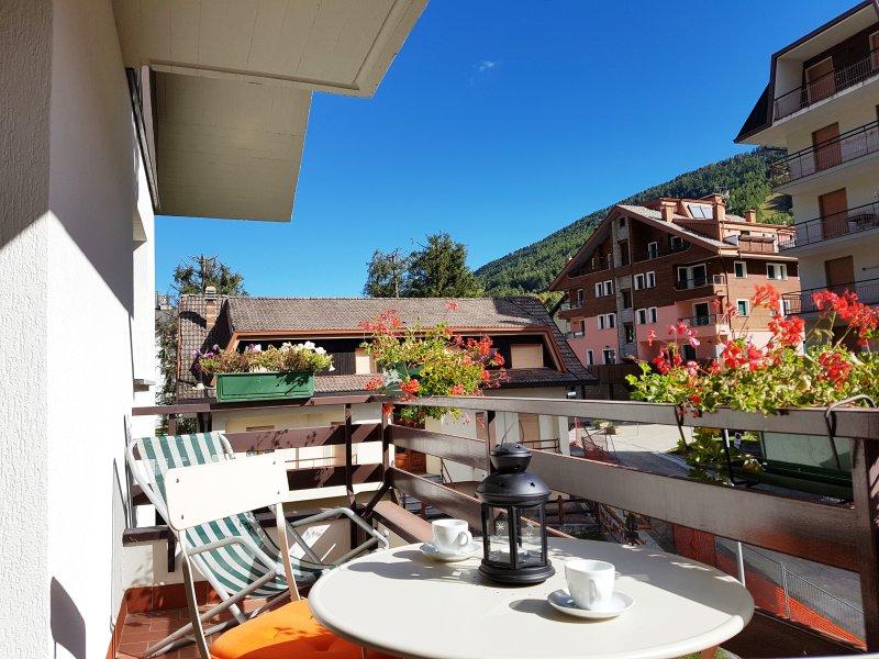 Orobie - centralissimo - WiFi - Parcheggio, holiday rental in Monno