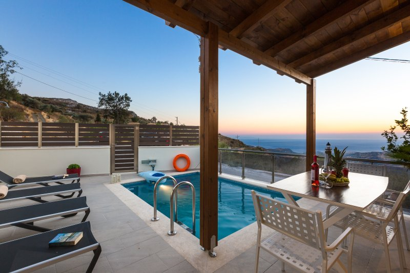 Villa Saktouris, Spectacular views of Libyan sea and total Quietness, holiday rental in Rethymnon