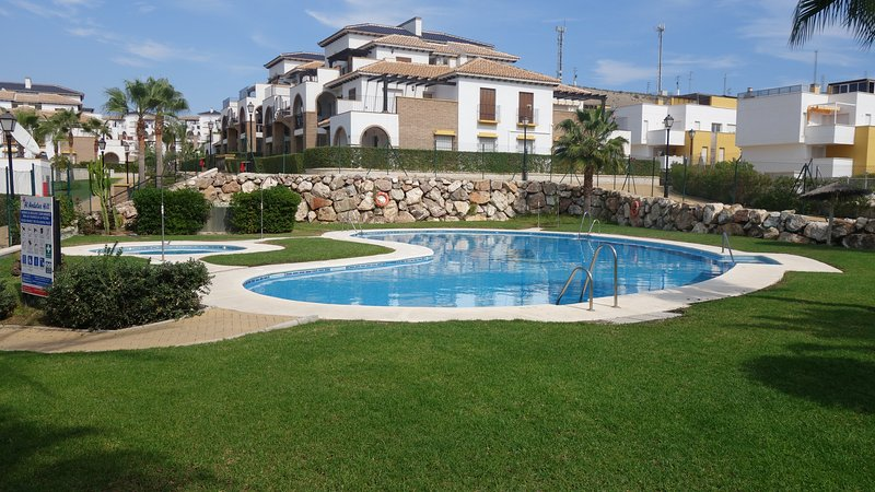 SUNSHINE WINTER LET - Vera Playa Holiday apartment (WiFi & IPTV included), holiday rental in Vera