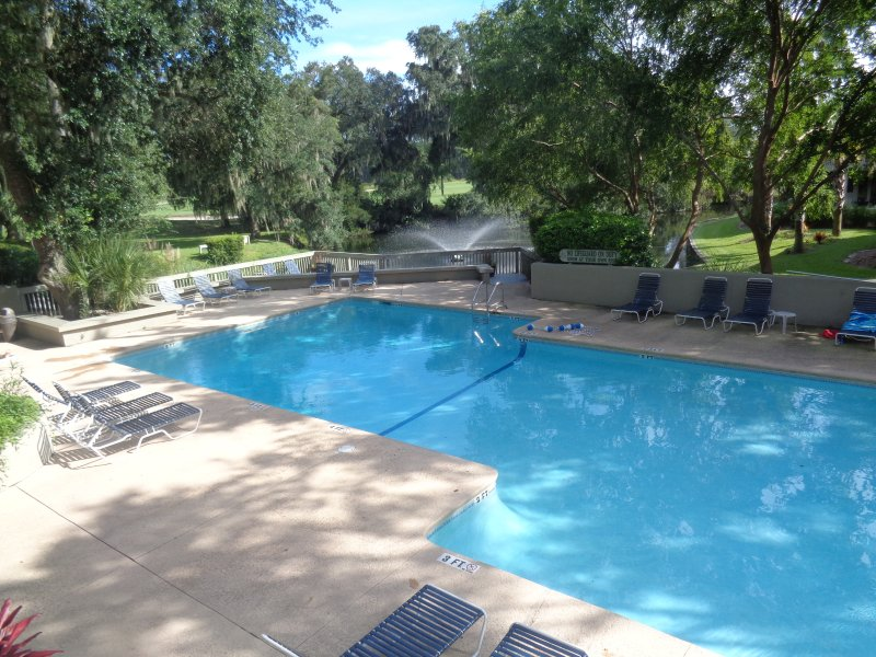 St. Andrews' beautiful pool! The villa has free WiFi, free parking, free long distance,free shuttle!