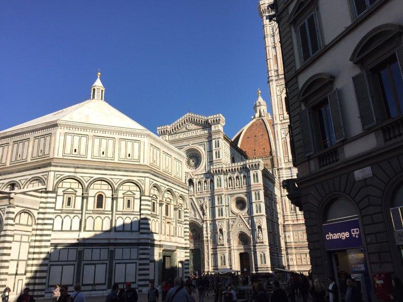 Piazza Duomo von Ende des Gebäudes an der Ecke der Via Roma