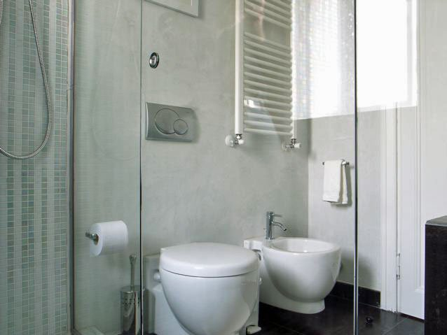 The bathroom is inbetween the 2 bedrooms. Fully equipped with practical towel heater and hairdryer