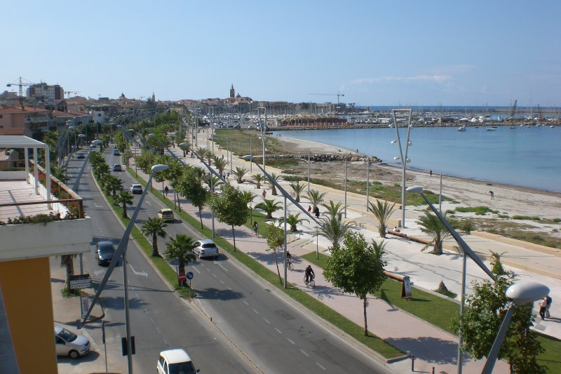 Walk barcelona 300m away from the apartment, drive 5-minute walk takes you to the p