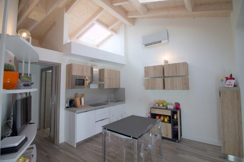 Lovely apartment in Como centre - Ale&Maddy #2, vacation rental in San Fermo della Battaglia