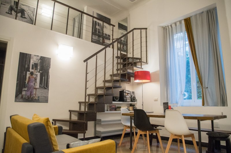 Central Apartment Wide - 60m2 - free Wifi, Ferienwohnung in Genua