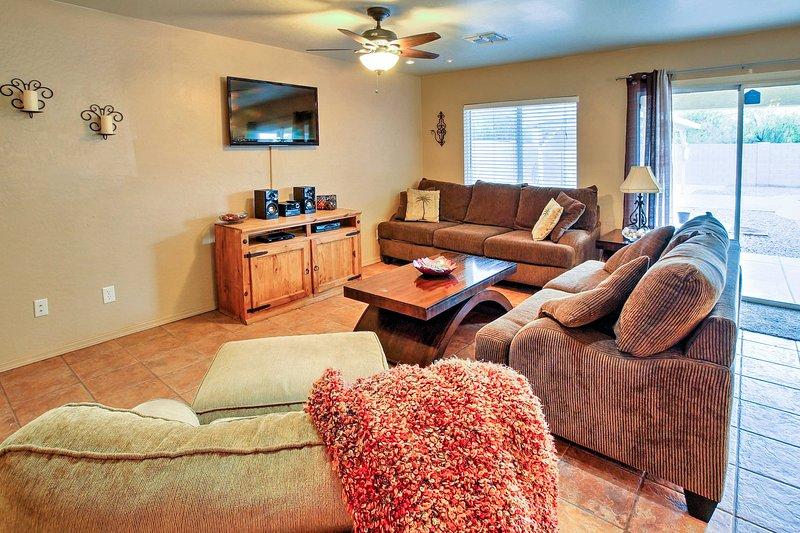 Ce 5 chambres, 3 salles de bains propriété se trouve à seulement 20 minutes du centre-ville de Phoenix.