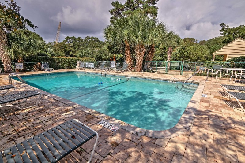 Take a break from your everyday life and head to this 2-bedroom, 1-bath Hilton Head Island vacation rental condo which provides access to 4 community pools!