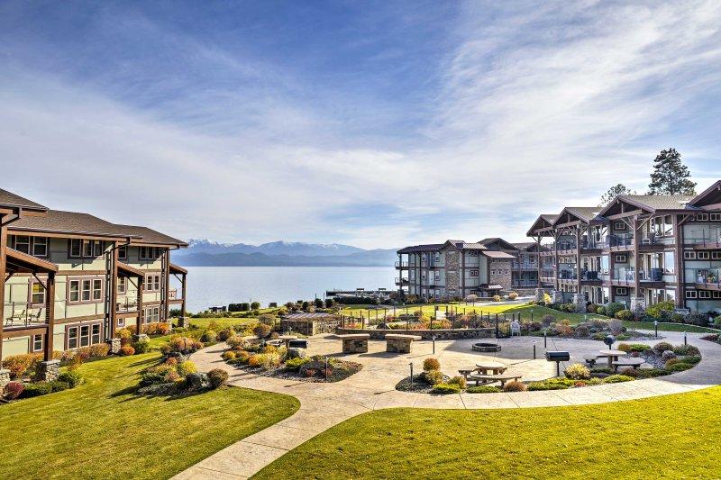 La propriété offre un accès facile à 2 domaines skiables, des terrains de golf, parc glacier, et plus encore!