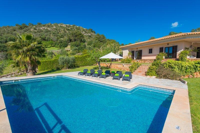 SA ROCA BLANCA - Villa for 6 people in S'Horta - Felanitx, holiday rental in Calonge
