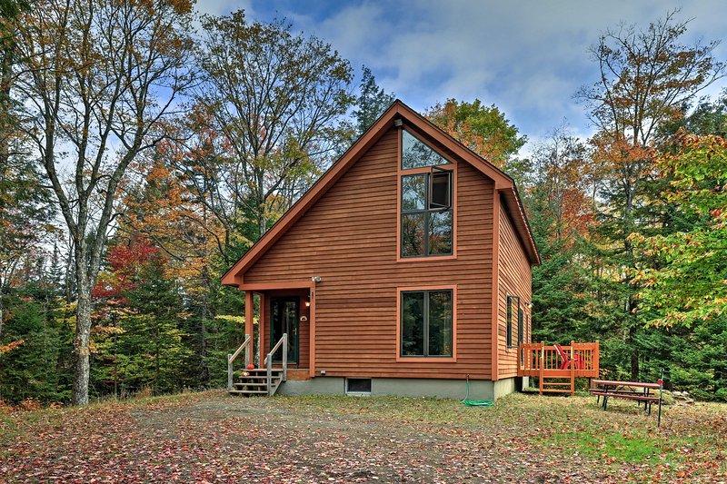 Encuentra una escapada de un bosque apartado durante su estancia en esta casa de vacaciones Johnsburg!