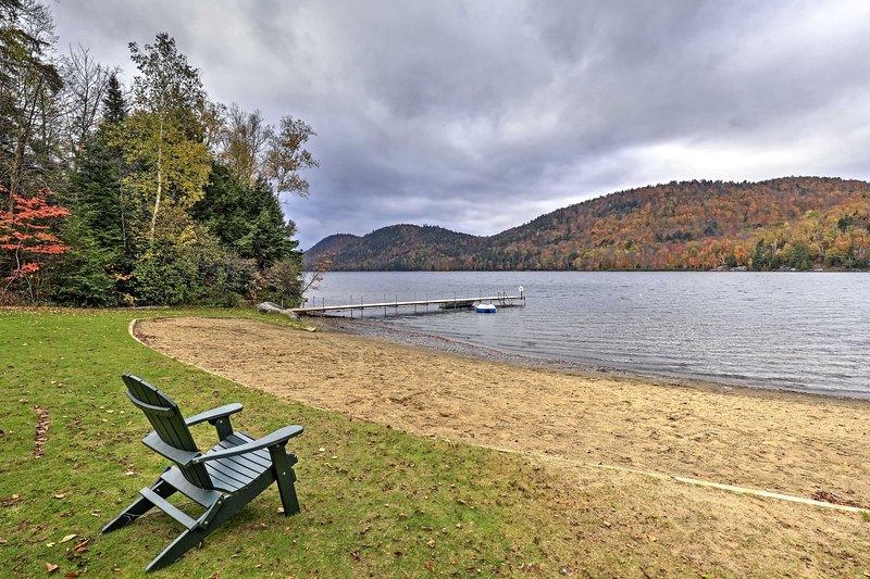 Du kommer att vara bara en kort promenad från den vackra 13 Lake.