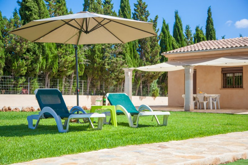ES MITJA DAVALL - Villa for 6 people in Sencelles, vacation rental in Santa Eugenia