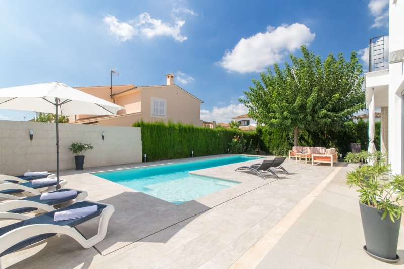 Angela suite villa 5starshome mallorca has parking and - Summer house with swimming pool review ...