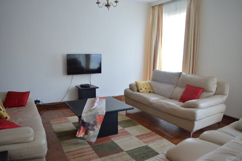 Lolo's Three Bedroom Apartment, holiday rental in Chitungwiza