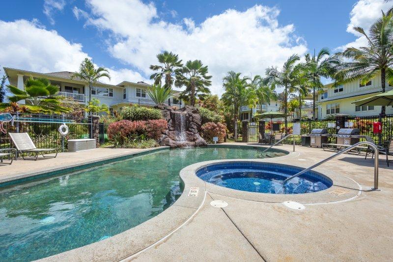 3 BR Princeville Condo, AC, Pool, Gym, Garage, Amazing Location! (1622), vacation rental in Princeville