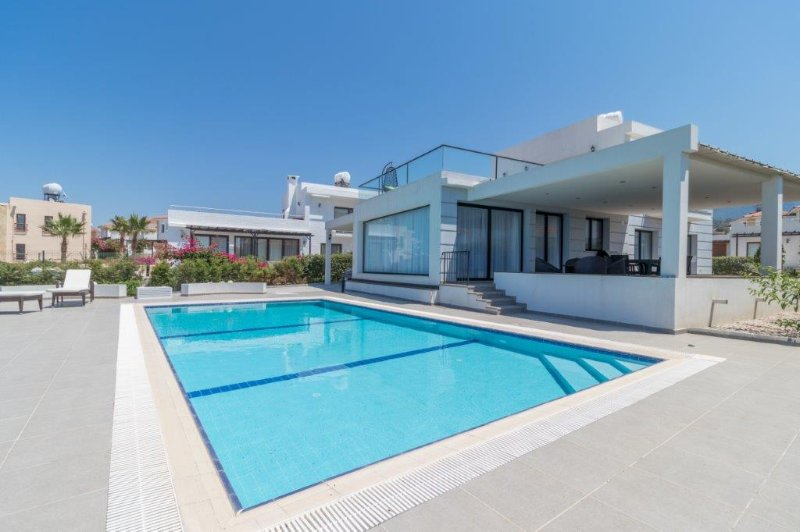 Lapis 2 Seafront 3-bed villa with private pool, holiday rental in Alevkaya