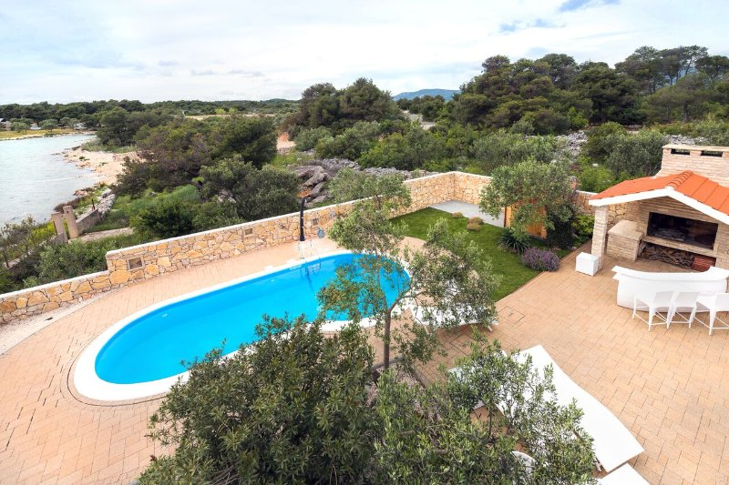 Luxurious Seafront Villa for Rent in Pirovac, Sibenik Area