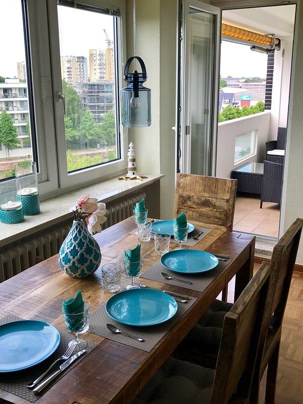 Zona pranzo con balcone