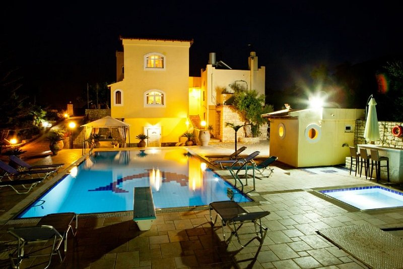 Beautiful villa with private swimming pool, location de vacances à Kato Gouves