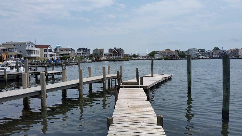 Apportez votre plus petit bateau, vos tubes, votre équipement de pêche et de crabe, votre planche à pagaie ou vos kayaks