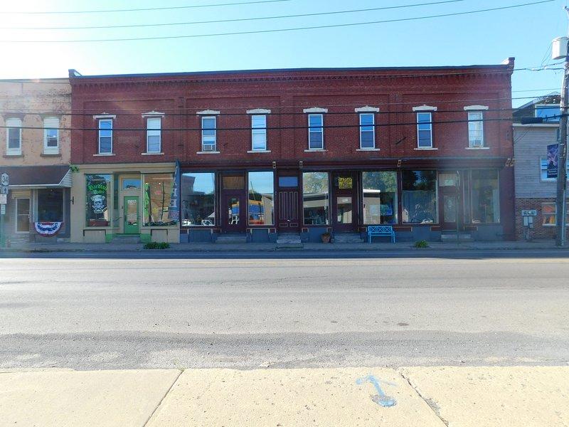 Original Art Apartment 19 Min to Skaneateles, casa vacanza a Auburn
