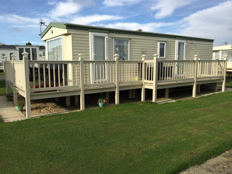 Home from home caravan by the beach, casa vacanza a Chapel St. Leonards