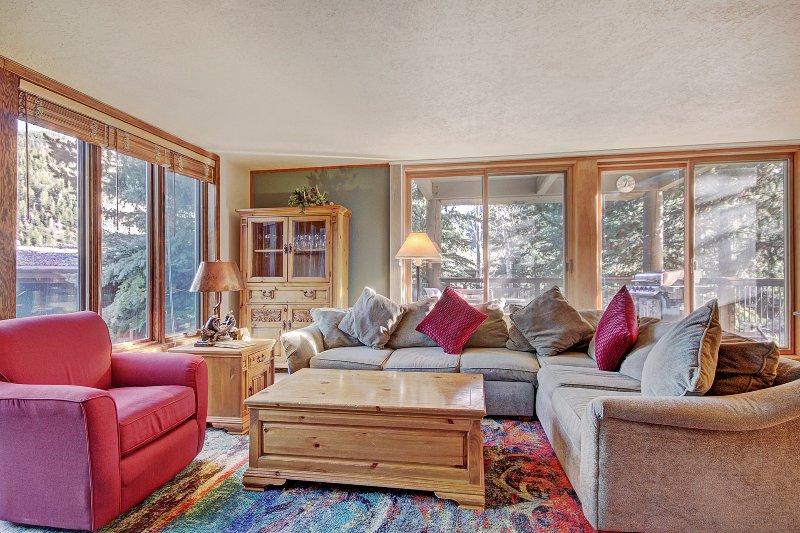 SkyRun Property - '2019 Lodgepole' - Living Room