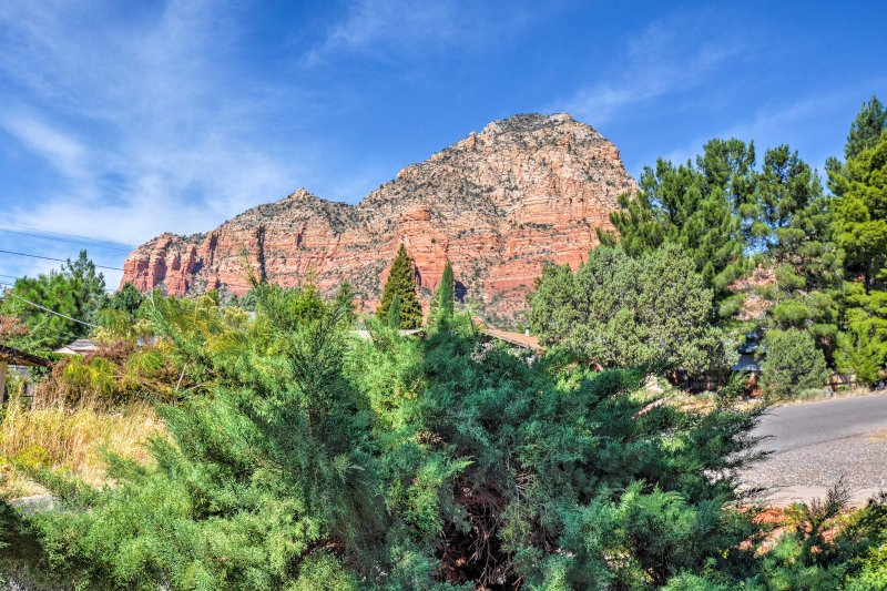 Look out to views of Sedona's splendors from the comfort of this cozy getaway.