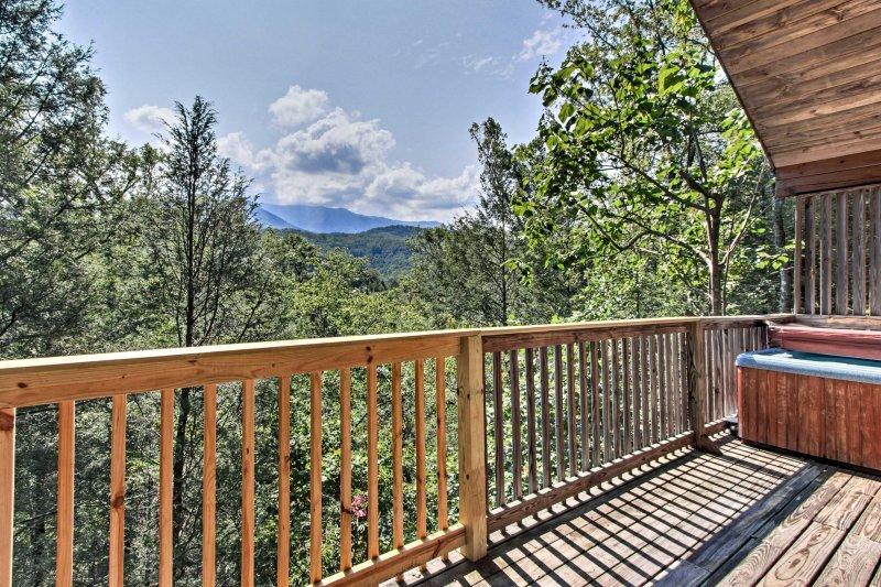 Évadez-vous vers les Smoky Mountains en réservant cette cabine de location de vacances à Gatlinburg.