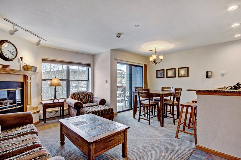 Bright 2Br 2Ba - Steps to Vibrant Main Street + Ski-to-Town, vacation rental in Breckenridge